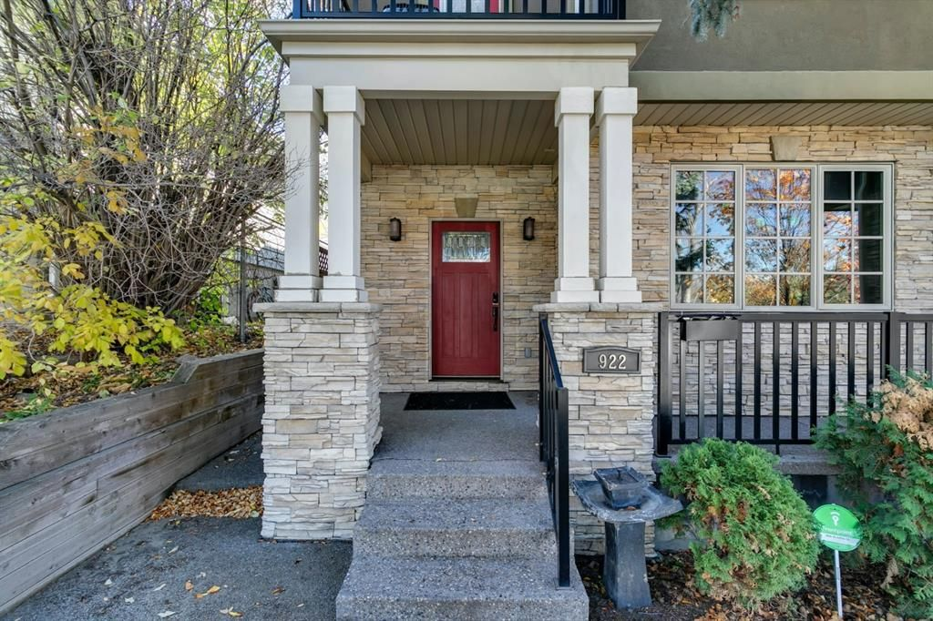Main Photo: 922 35A Street NW in Calgary: Parkdale Semi Detached for sale : MLS®# A1145374