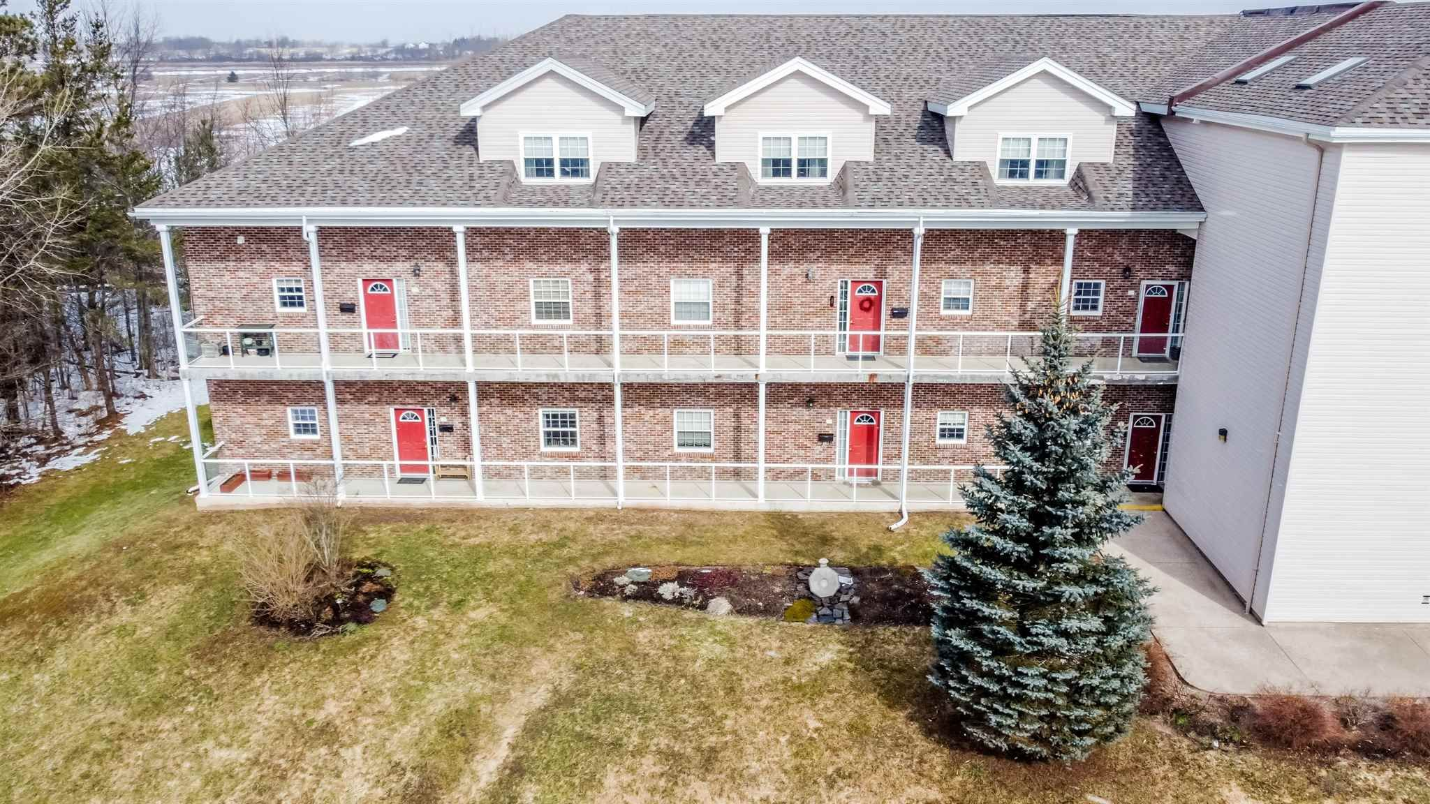 Main Photo: 106 71 Chambers Close in Wolfville: 404-Kings County Residential for sale (Annapolis Valley)  : MLS®# 202104128