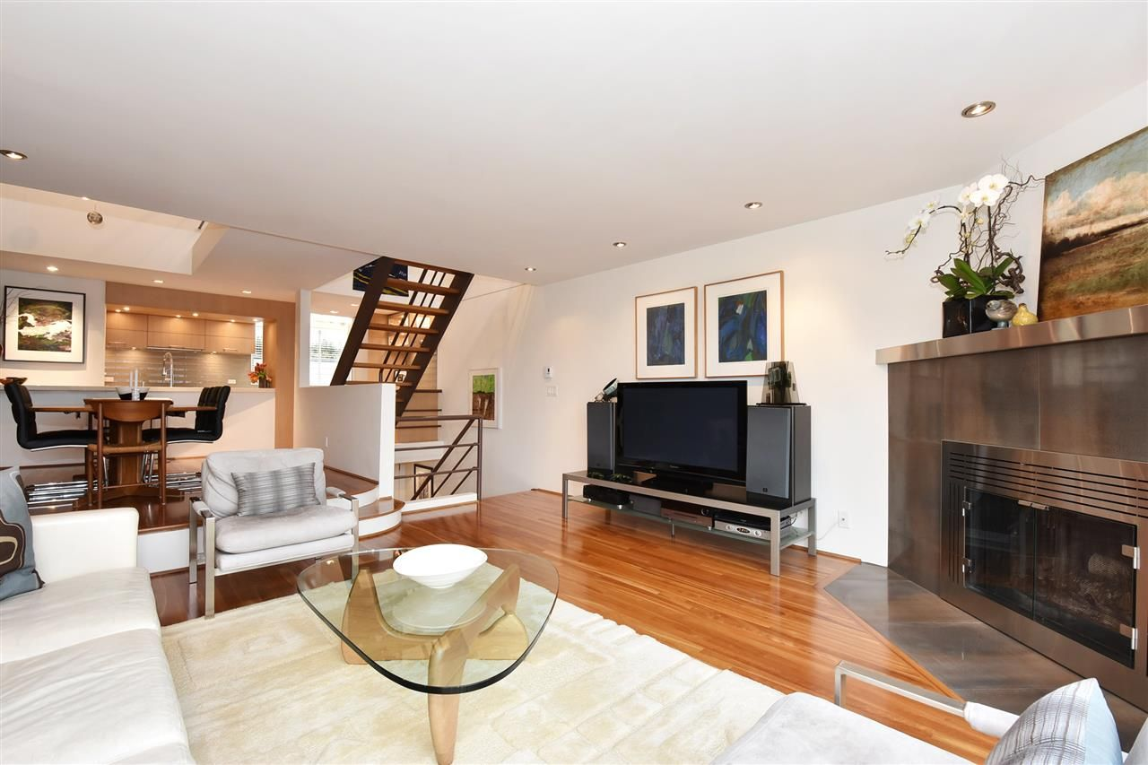 """Photo 4: Photos: 2311 OAK Street in Vancouver: Fairview VW Townhouse for sale in """"OAKVIEW TERRACE"""" (Vancouver West)  : MLS®# R2151089"""