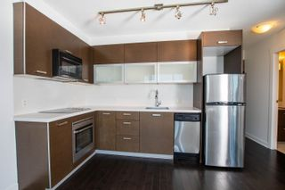 """Photo 7: 2002 10777 UNIVERSITY Drive in Surrey: Whalley Condo for sale in """"CITY POINT"""" (North Surrey)  : MLS®# R2595806"""