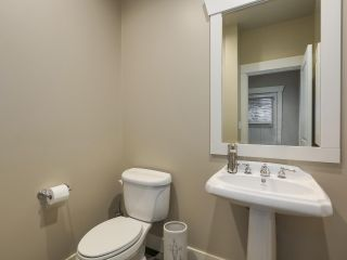 "Photo 12: 229 E QUEENS Road in North Vancouver: Upper Lonsdale Townhouse for sale in ""QUEENS COURT"" : MLS®# R2362718"