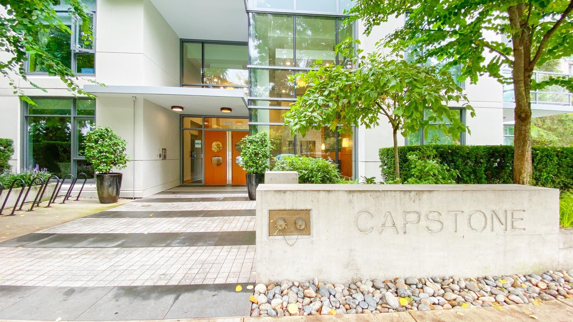 Main Photo: 306 135 W 2ND Street in North Vancouver: Lower Lonsdale Condo for sale : MLS®# R2621466