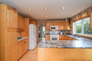 Photo 5: 1003 Kingsley Cres in : CV Comox (Town of) House for sale (Comox Valley)  : MLS®# 886032