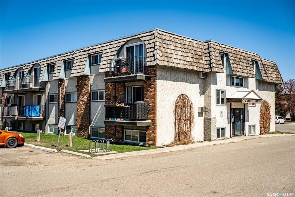 Main Photo: 7 3809 Luther Place in Saskatoon: West College Park Residential for sale : MLS®# SK851111
