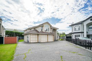 Photo 1: 7504 129A Street in Surrey: West Newton House for sale : MLS®# R2469464