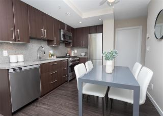 """Photo 6: 557 168 W 1ST Avenue in Vancouver: False Creek Condo for sale in """"WALL CENTRE FALSE CREEK WEST TOWER"""" (Vancouver West)  : MLS®# R2372215"""