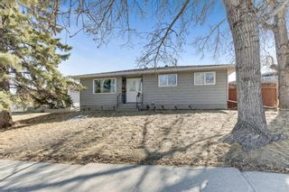 Photo 2: 739 64 Avenue NW in Calgary: Thorncliffe Detached for sale : MLS®# A1086538