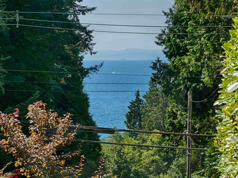 FEATURED LISTING: 1998 LOWER Road Roberts Creek