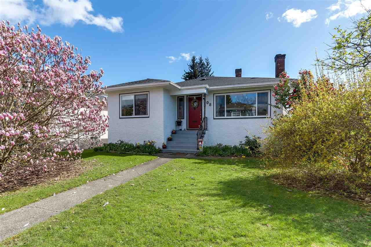 """Main Photo: 108 E 56TH Avenue in Vancouver: South Vancouver House for sale in """"LANGARA"""" (Vancouver East)  : MLS®# R2257447"""