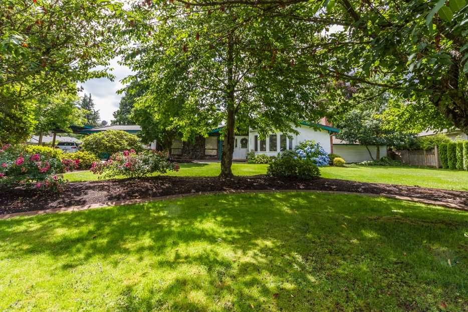 Main Photo: 20338 124 Avenue in Maple Ridge: Northwest Maple Ridge House for sale : MLS®# R2133907