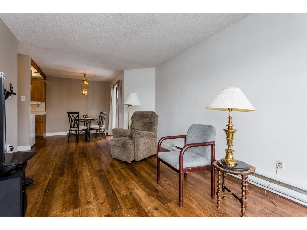 """Photo 7: Photos: 303 9952 149 Street in Surrey: Guildford Condo for sale in """"Tall Timbers"""" (North Surrey)  : MLS®# R2241309"""