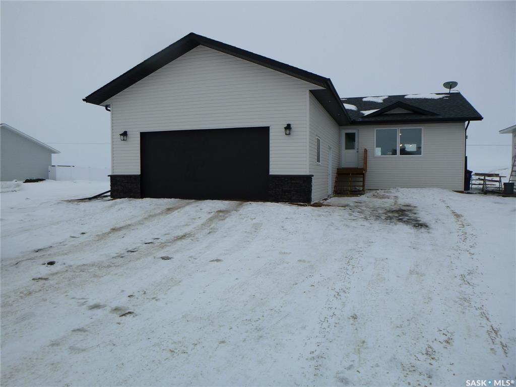 Main Photo: 709 Doghide Drive in Tisdale: Residential for sale : MLS®# SK839076
