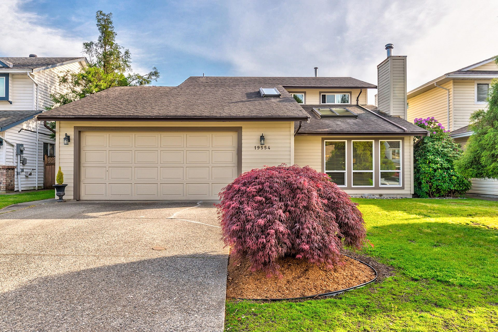 Main Photo: 19554 Oak Terrace in Pitt Meadows: Mid Meadows House for sale : MLS®# R2369640