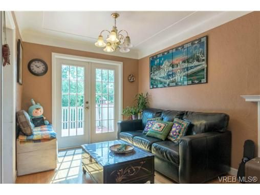 Photo 7: Photos: 3307 Wordsworth St in VICTORIA: SE Cedar Hill House for sale (Saanich East)  : MLS®# 734492