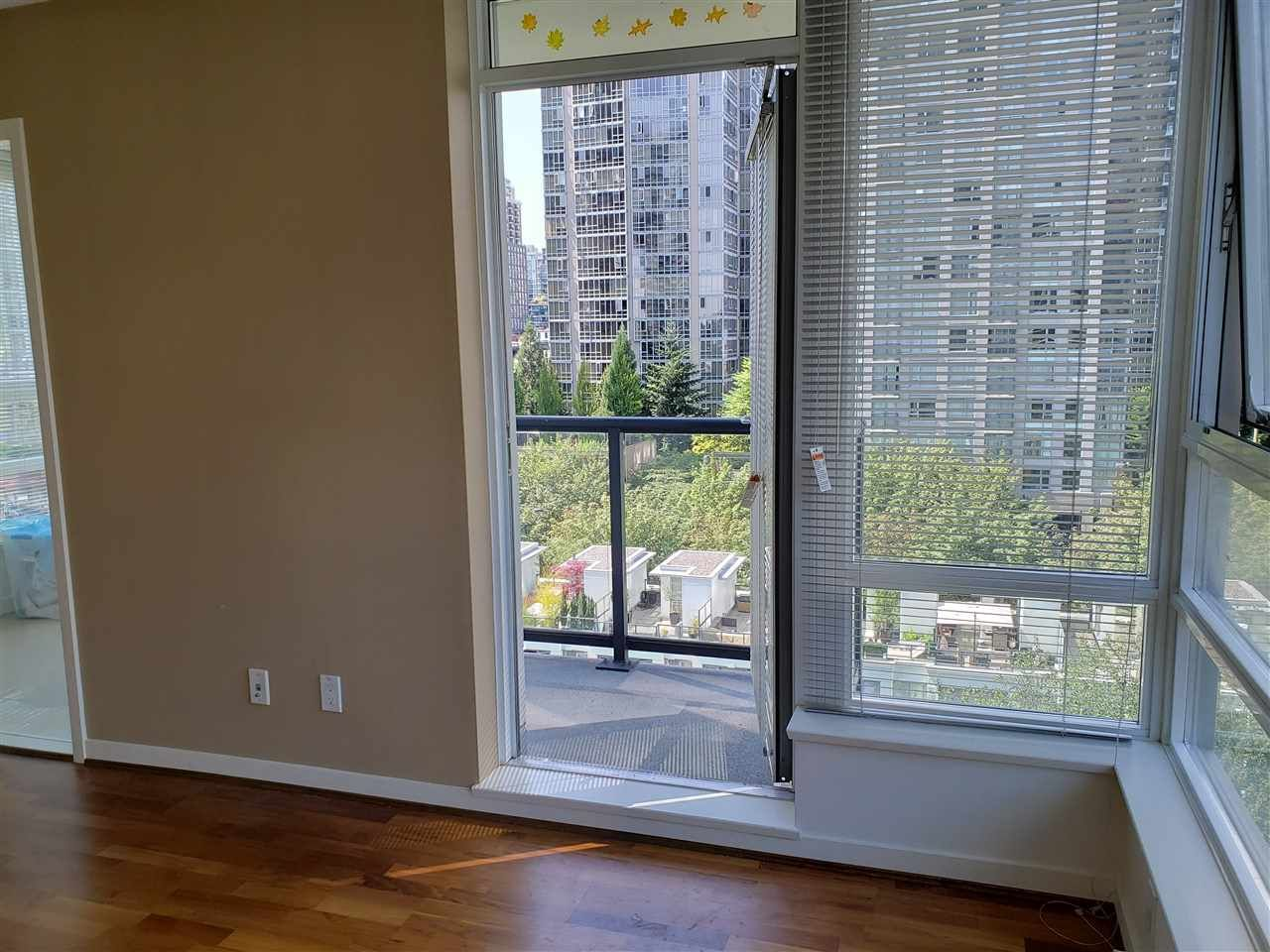 """Photo 6: Photos: 908 939 EXPO Boulevard in Vancouver: Yaletown Condo for sale in """"MAX II"""" (Vancouver West)  : MLS®# R2384214"""