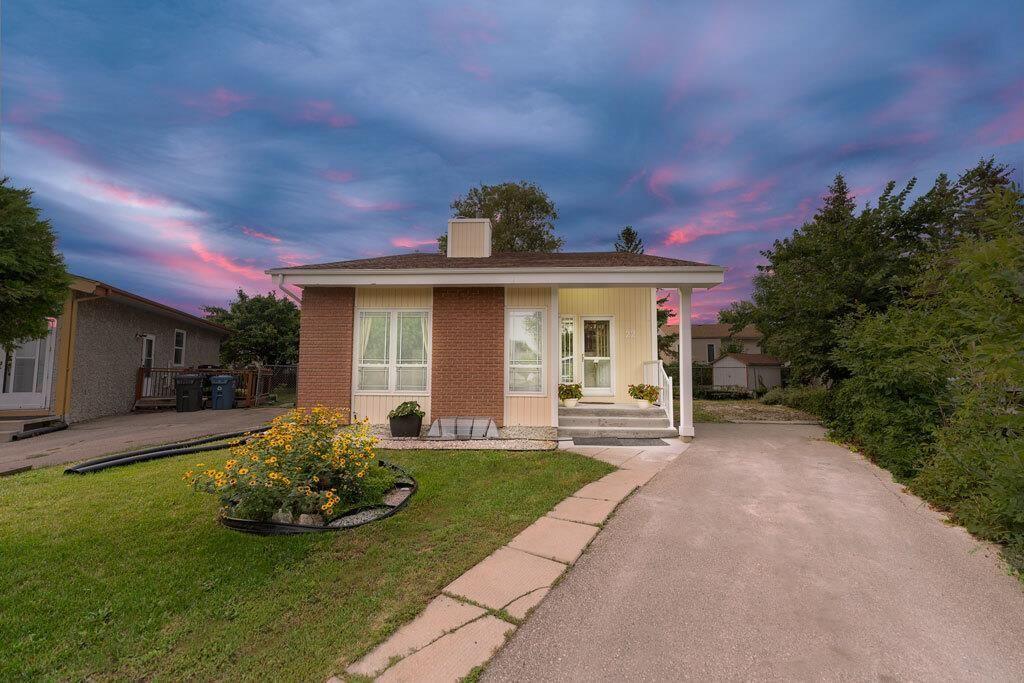 Main Photo: 22 Chaldecott Cove in Winnipeg: Richmond West Residential for sale (1S)  : MLS®# 202120469