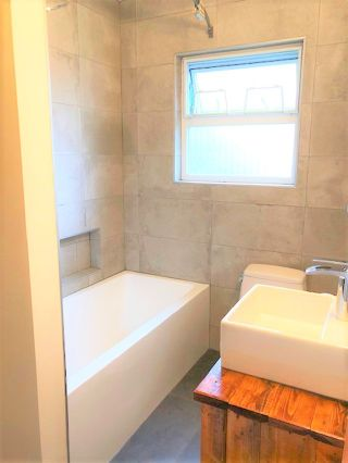 """Photo 5: 946 E 24TH Avenue in Vancouver: Fraser VE House for sale in """"FRASER"""" (Vancouver East)  : MLS®# R2405717"""