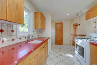 Photo 5: 2501 Wootton Cres in : OB Henderson House for sale (Oak Bay)  : MLS®# 882691