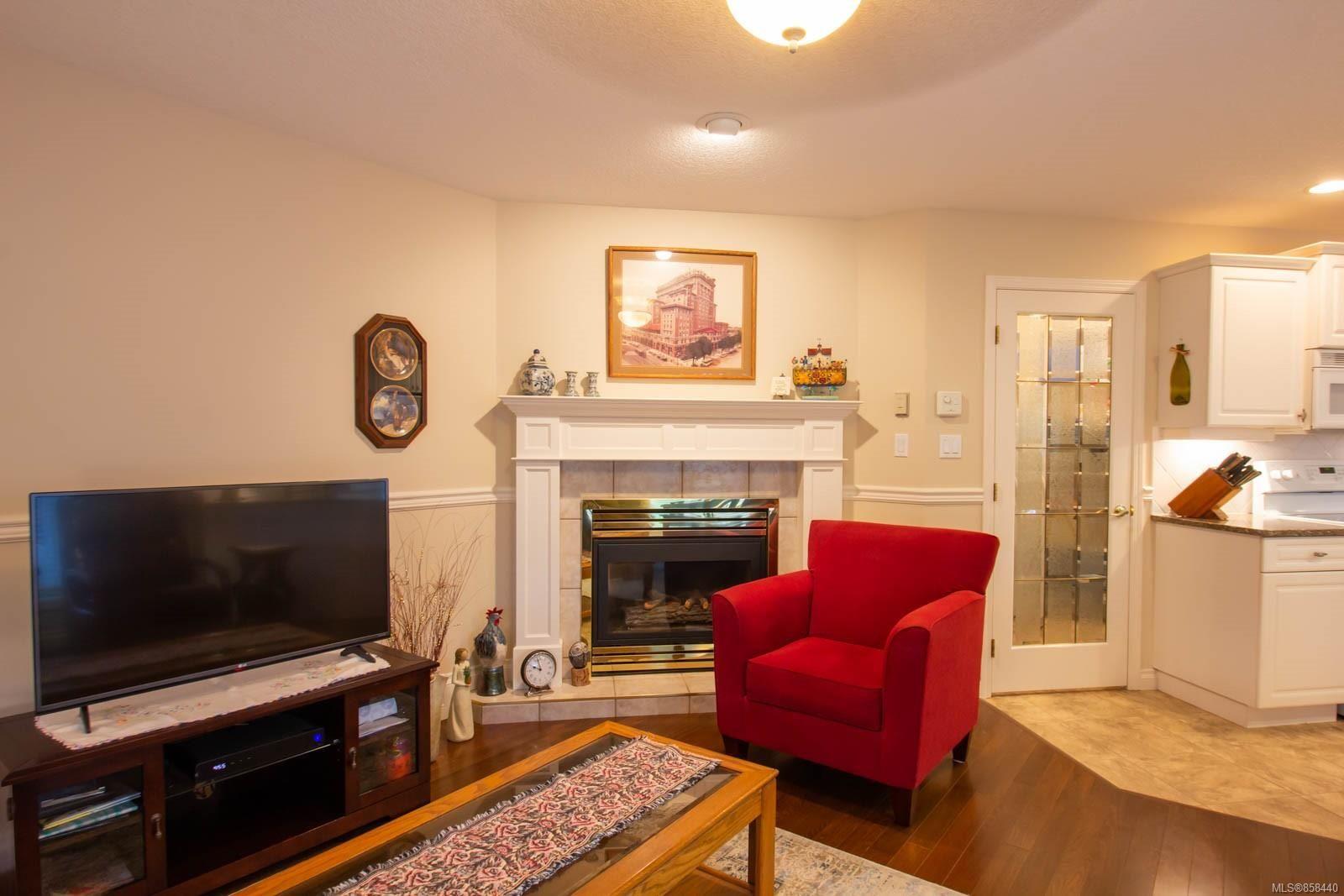 Photo 6: Photos: 798 Devon Pl in : PQ Qualicum Beach House for sale (Parksville/Qualicum)  : MLS®# 858440