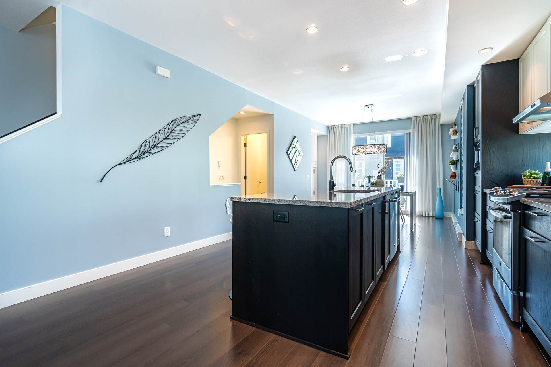 """Photo 9: Photos: 154 548 FOSTER Avenue in Coquitlam: Coquitlam West Townhouse for sale in """"BLACK + WHITE"""" : MLS®# R2587208"""
