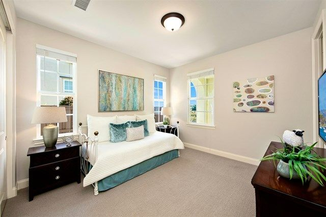 Photo 13: Photos: House for sale : 5 bedrooms : 6928 Sitio Cordero in Carlsbad