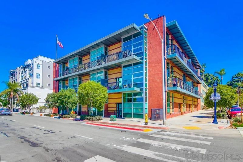 FEATURED LISTING: 305 - 3211 5Th Ave San Diego