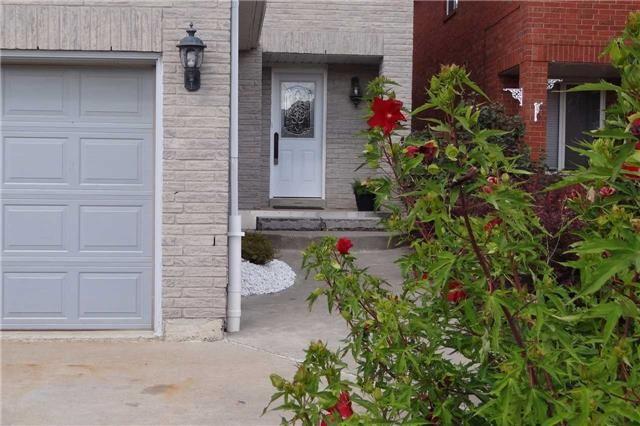 Photo 3: Photos: 329 Howard Crescent: Orangeville House (2-Storey) for sale : MLS®# W3903586