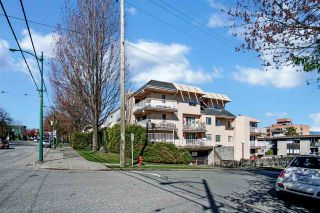 """Photo 2: 301 975 E BROADWAY in Vancouver: Mount Pleasant VE Condo for sale in """"SPARBROOK ESTATES"""" (Vancouver East)  : MLS®# R2565936"""