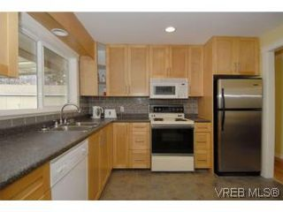 Photo 9: 3034 Doncaster Dr in VICTORIA: Vi Oaklands House for sale (Victoria)  : MLS®# 528826