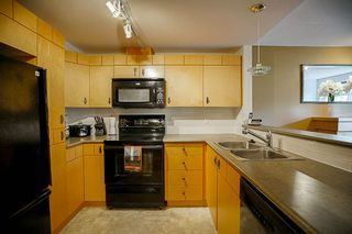 """Photo 8: 61 7488 SOUTHWYNDE Avenue in Burnaby: South Slope Townhouse for sale in """"LEDGESTONE 1"""" (Burnaby South)  : MLS®# R2121143"""