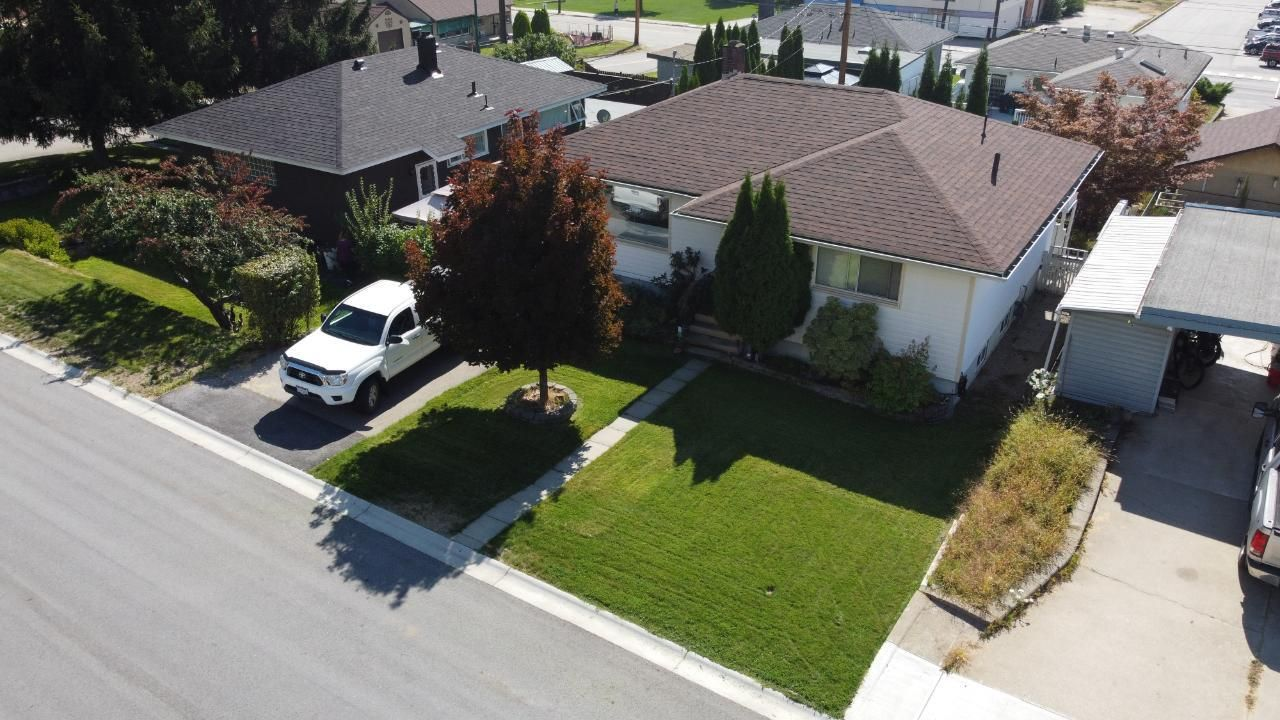 Main Photo: 3180 IRIS CRESCENT in Trail: House for sale : MLS®# 2461042