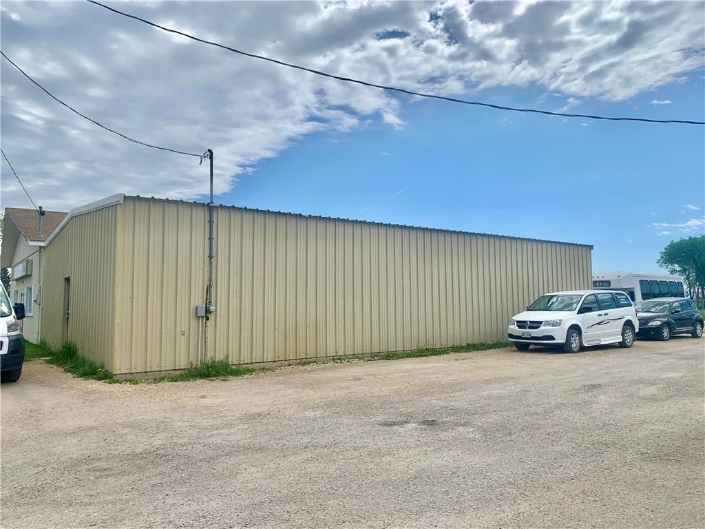 Main Photo: 433 1st Avenue Southeast in Dauphin: Industrial / Commercial / Investment for sale (R30 - Dauphin and Area)  : MLS®# 202113996