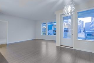 "Photo 6: 122 255 W 1ST Street in North Vancouver: Lower Lonsdale Condo for sale in ""West Quay"" : MLS®# R2515636"
