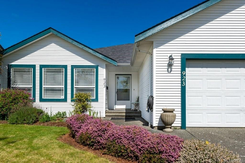Main Photo: 923 Malahat Dr in : CV Courtenay East House for sale (Comox Valley)  : MLS®# 875266