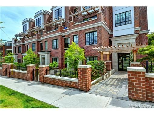 Main Photo: 104 1011 Burdett Ave in VICTORIA: Vi Downtown Condo for sale (Victoria)  : MLS®# 734174