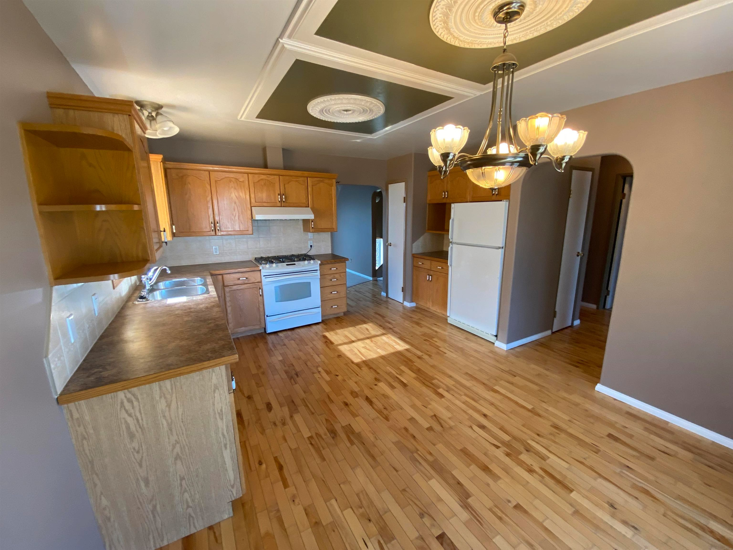 Photo 8: Photos: 10223 101 Street: Taylor House for sale (Fort St. John (Zone 60))  : MLS®# R2610570