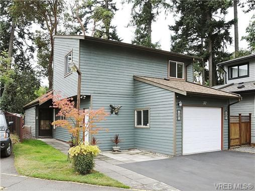 Main Photo: 32 Falstaff Place in VICTORIA: VR Glentana Residential for sale (View Royal)  : MLS®# 330805