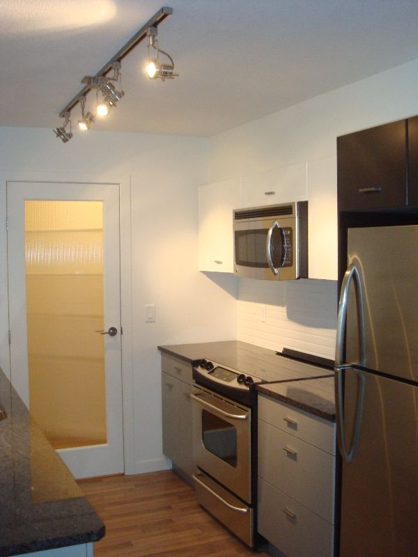 Main Photo: 102 547 Yates in Kelowna: North Glenmore Apartment Unit for sale (Central Okanagan)  : MLS®# 9208472