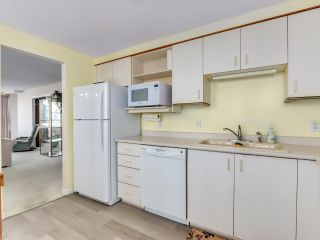 "Photo 12: 901 6152 KATHLEEN Avenue in Burnaby: Metrotown Condo for sale in ""THE EMBASSY"" (Burnaby South)  : MLS®# R2568817"