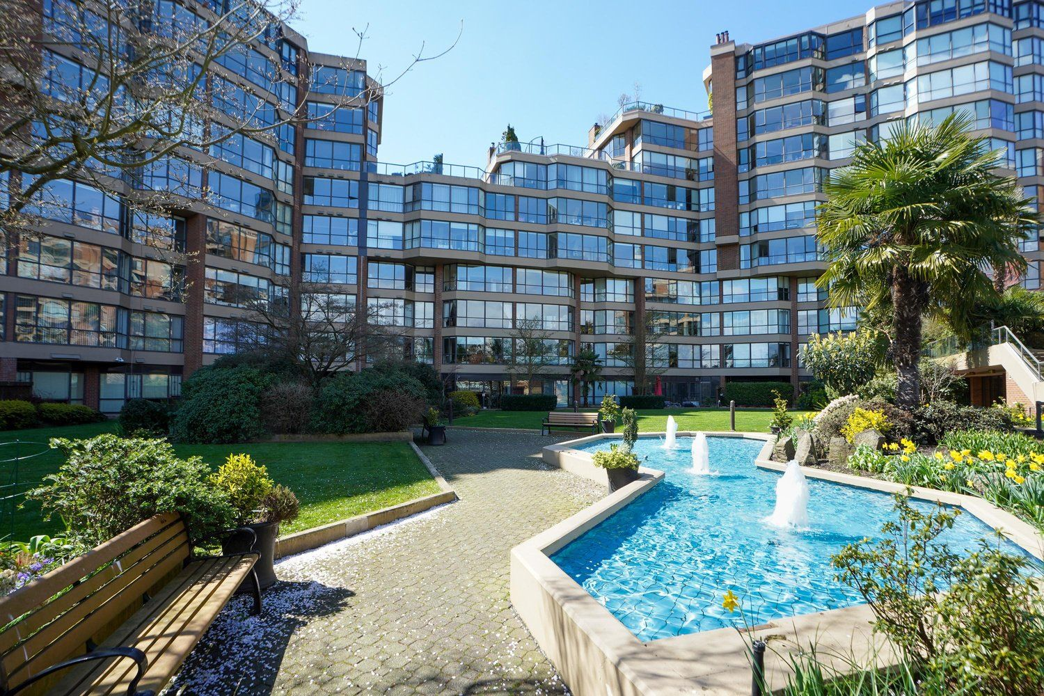 """Main Photo: 301 1470 PENNYFARTHING Drive in Vancouver: False Creek Condo for sale in """"Harbour Cove"""" (Vancouver West)  : MLS®# R2563951"""