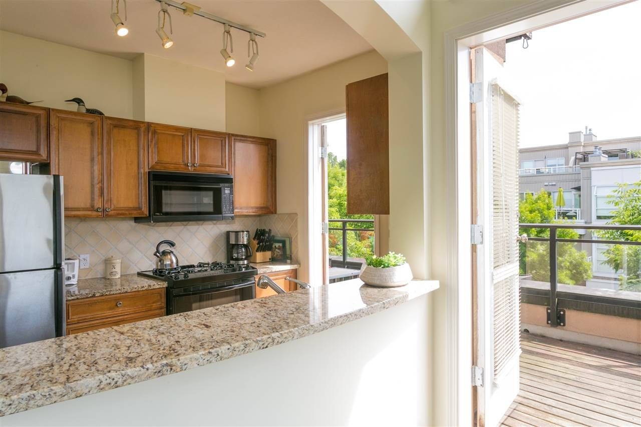 """Photo 6: Photos: 404 2175 SALAL Drive in Vancouver: Kitsilano Condo for sale in """"Savona"""" (Vancouver West)  : MLS®# R2397465"""