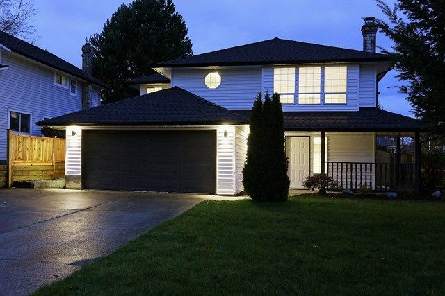Main Photo: 15489 92A Avenue in Surrey: Fleetwood Tynehead House for sale : MLS®# R2015747