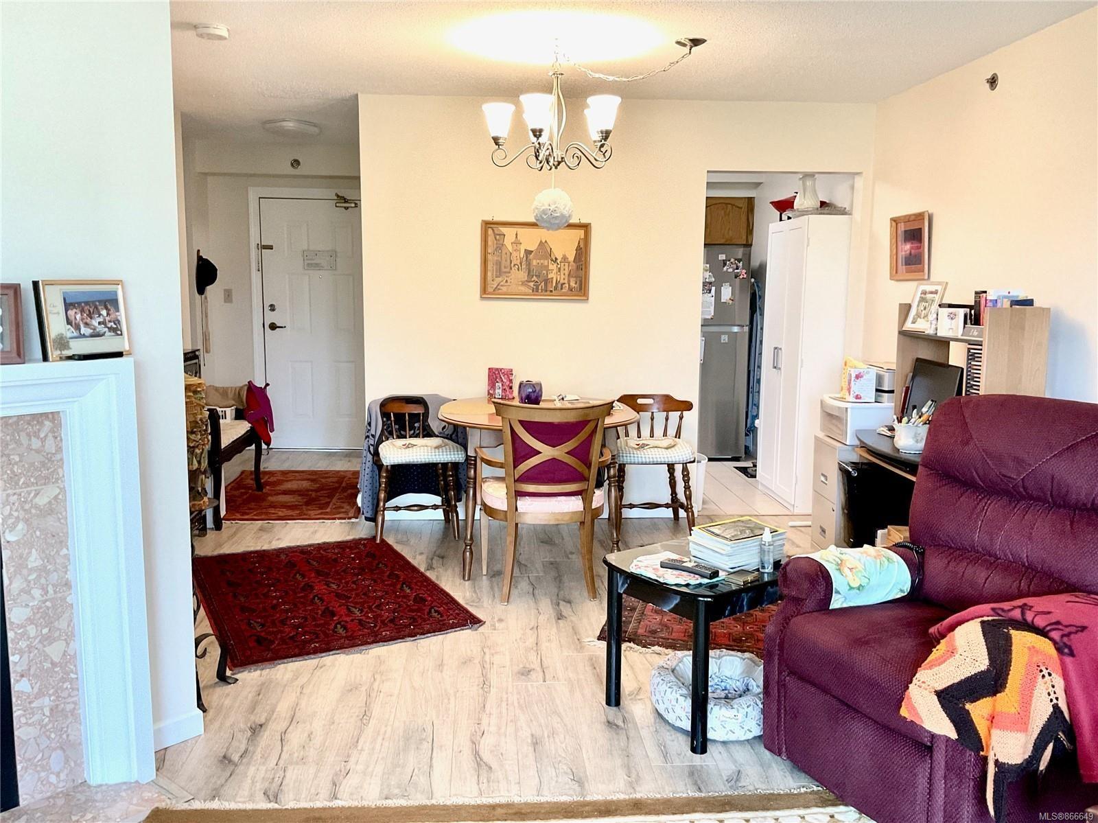 Photo 7: Photos: 308 3969 Shelbourne St in : SE Lambrick Park Condo for sale (Saanich East)  : MLS®# 866649