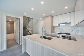 """Photo 9: 2368 DOUGLAS Road in Burnaby: Brentwood Park Townhouse for sale in """"Étoile"""" (Burnaby North)  : MLS®# R2603532"""