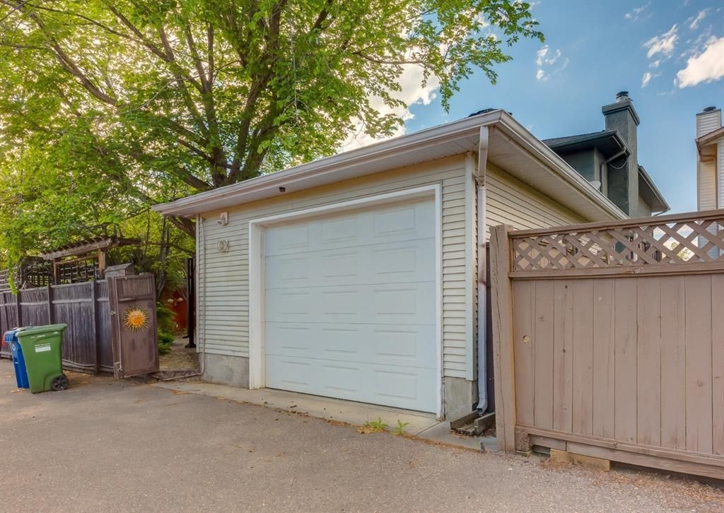 Main Photo: 61 Riverside Circle SE in Calgary: Riverbend Detached for sale : MLS®# A1116088