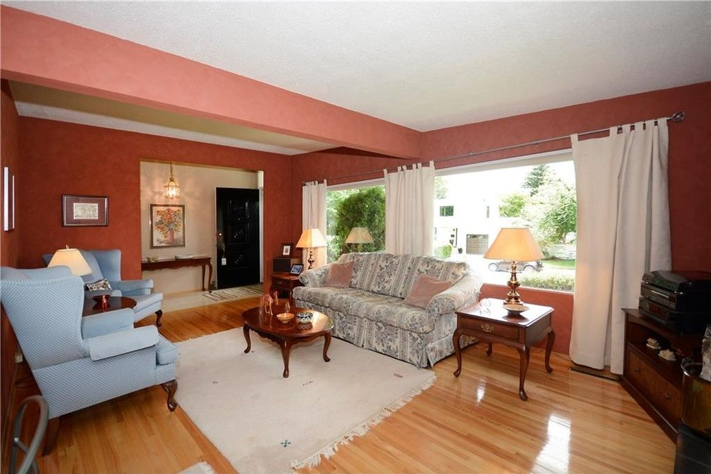 Photo 6: Photos: 3148 BREEN Crescent NW in Calgary: Brentwood House for sale : MLS®# C4121729