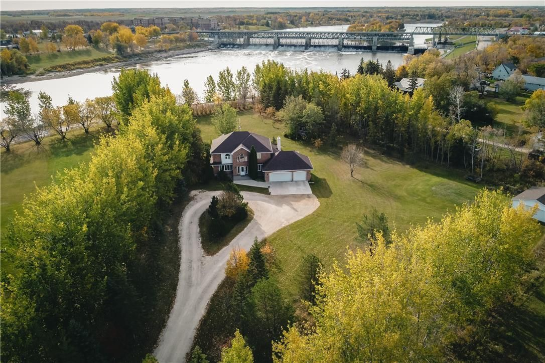 Main Photo: 7 Sunrise Bay in St Andrews: House for sale : MLS®# 202104748