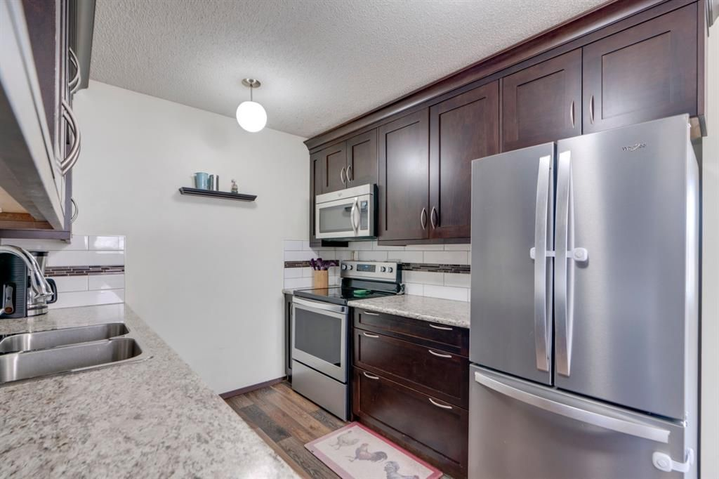 Main Photo: 711 Fonda Court SE in Calgary: Forest Heights Semi Detached for sale : MLS®# A1097814