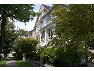 "Photo 1: 301 2588 ALDER Street in Vancouver: Fairview VW Condo for sale in ""BOLLERT PLACE"" (Vancouver West)  : MLS®# V1065670"