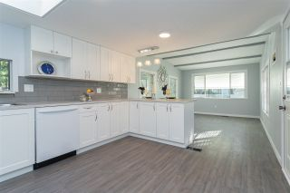 """Photo 4: 32 20071 24 Avenue in Langley: Brookswood Langley Manufactured Home for sale in """"Fernridge Estates"""" : MLS®# R2438182"""